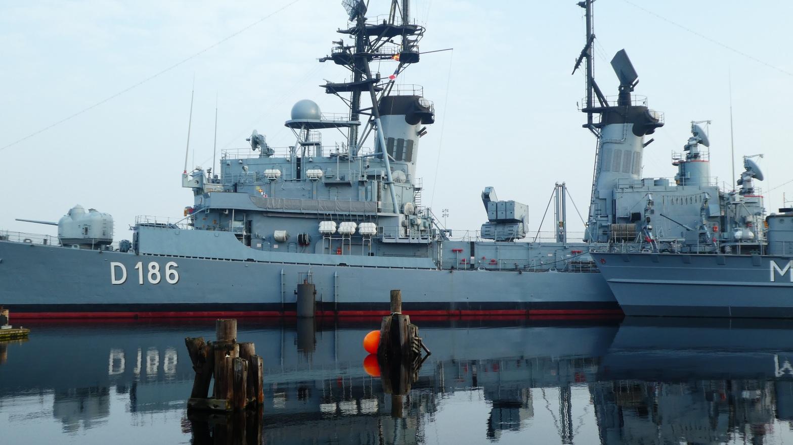 navy4122167-1555938565-88.jpg