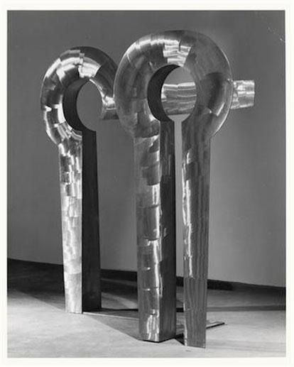 Figure 4:Sentinel, 1973, disc-sanded stainless steel, 71 3/8 x 70 1/2 x 28 5/8 in. (181.3 x 179.1 x 72.7 cm). © The Isamu Noguchi Foundation and Garden Museum, NY.