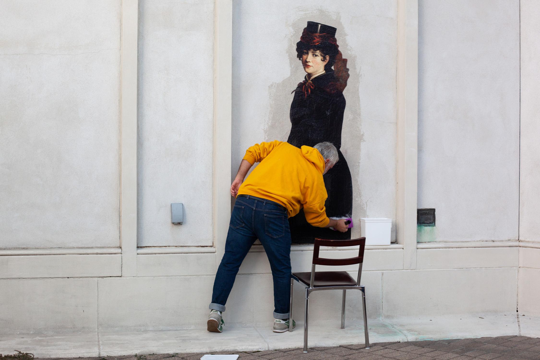 Figure 6. Julien de Casabianca pastes the final character, Memphis artist Kate Carl'sPortraitof Bessie Vance, ca. 1890, onto the façade of the Brooks Museum. Photo courtesy Kathy Dumlao.